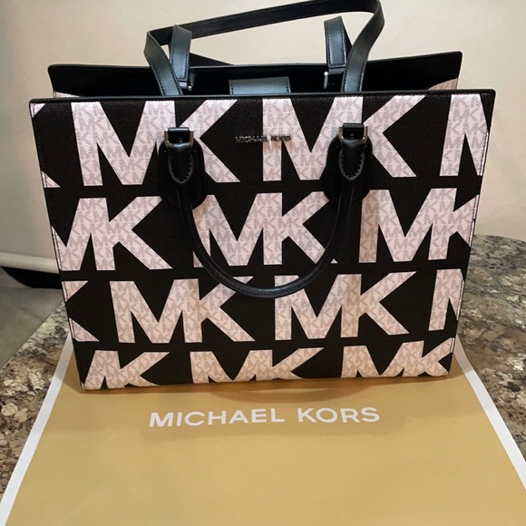 NWT Michael Kors Large Logo Tote-Everly